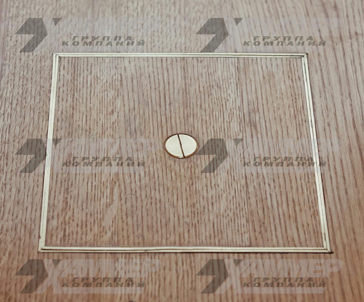 Напольный люк из латуни